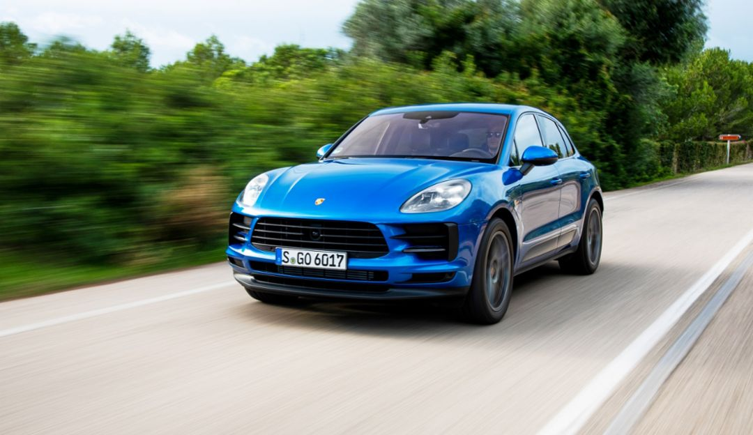 Porsche in the U.S. is launching online car sales that combine the convenience of digital retail with the selection of new and pre-owned vehicles that are in-stock at local dealers, Cayenne, 2019, Porsche AG