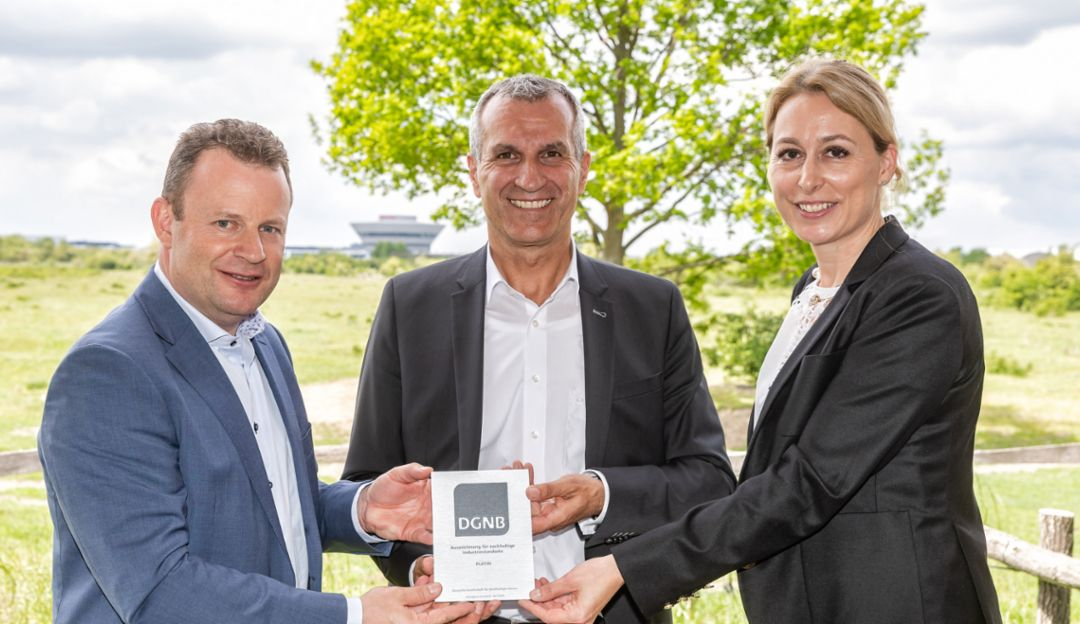 Gerd Rupp, Chairman of the Executive Board at Porsche Leipzig GmbH, Albrecht Reimold, Member of the Executive Board for Production and Logistics at Porsche AG, Dr. Christine Lemaitre, Chief Executive Officer at DGNB, l-r, 2019, Porsche AG