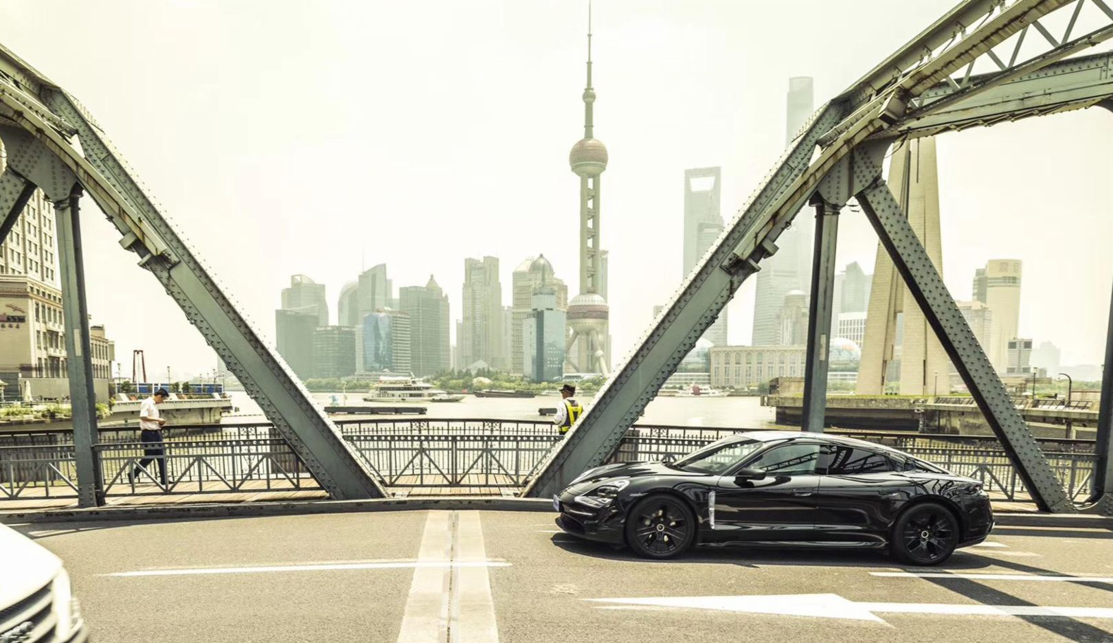 Kicking off in China: the Porsche Taycan visits Shanghai