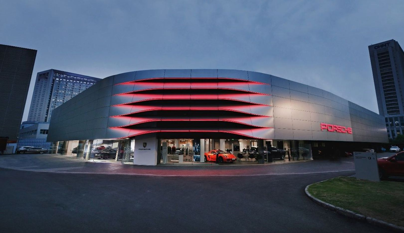 Porsche Center is becoming a modern gathering place - Image 6