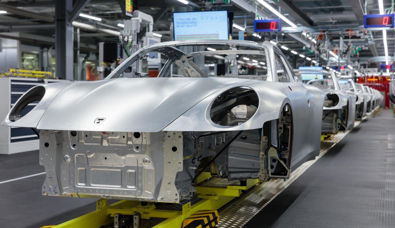 Porsche stops production due to the coronavirus - Image 1
