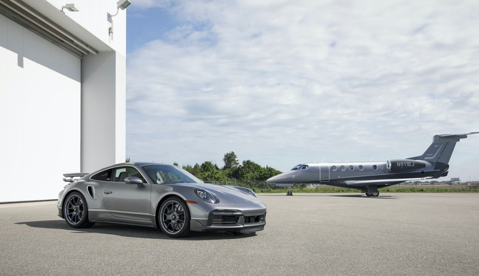 Porsche and Embraer present a duo of sports car and jet