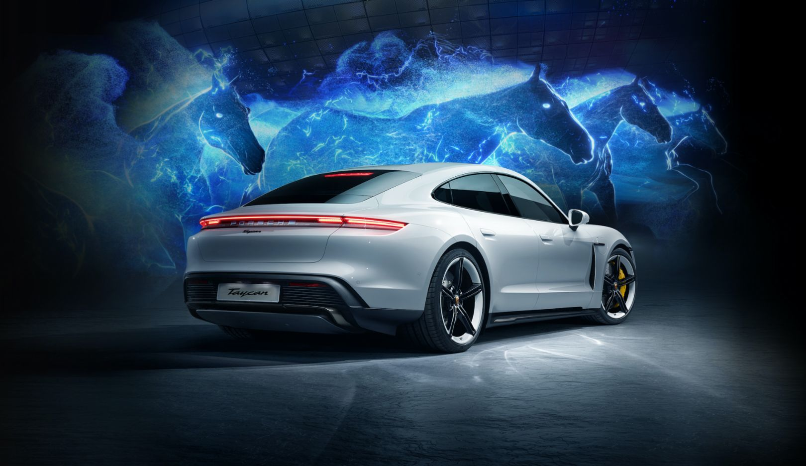 The all-electric Porsche Taycan launches in Korea with a breath-taking hologram show - Image 8