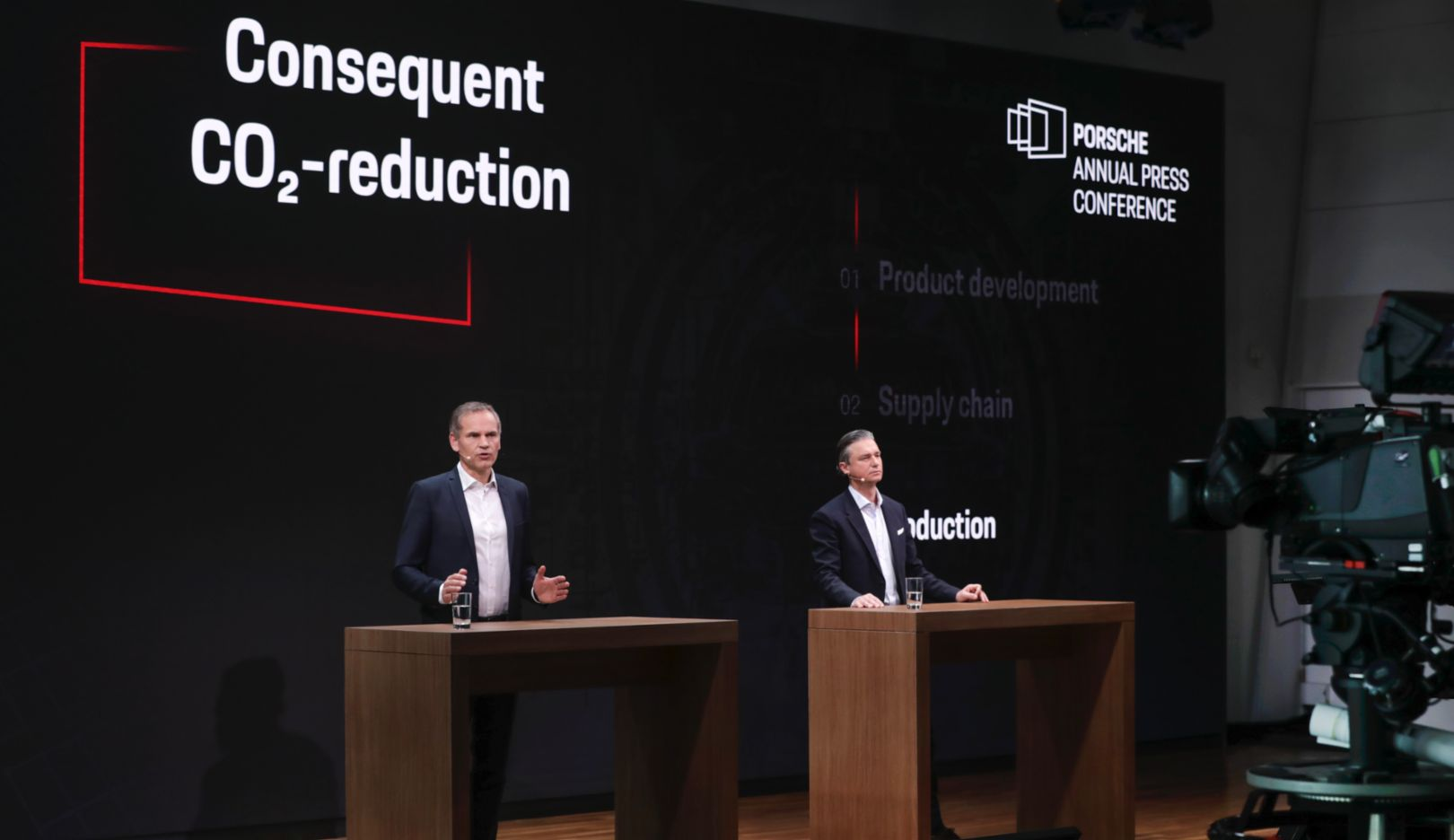 Oliver Blume, Chairman of the Executive Board of Dr. Ing. h.c. F. Porsche AG, Lutz Meschke, Deputy Chairman of the Executive Board and Member of the Executive Board responsible for Finance and IT of Dr. Ing. h.c. F. Porsche AG, l-r, Annual Press Conference, 2021, Porsche AG