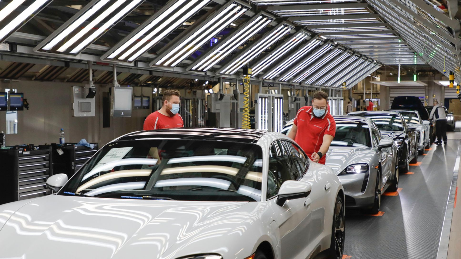 Porsche calls for suppliers to switch to green energy - Image 2