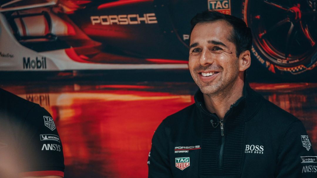 Andre Lotterer and Neel Jani train in the simulator in Weissach