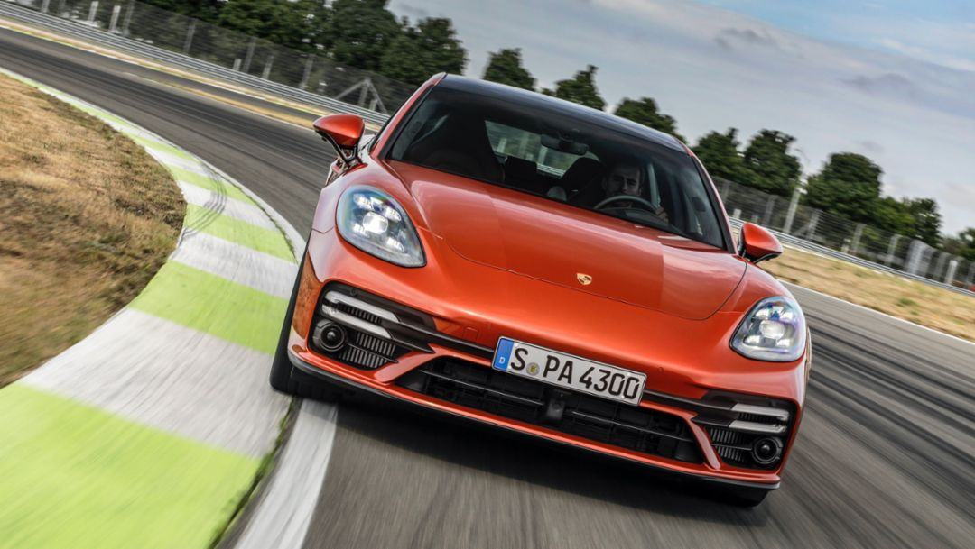 Porsche presents comprehensively revamped Panamera