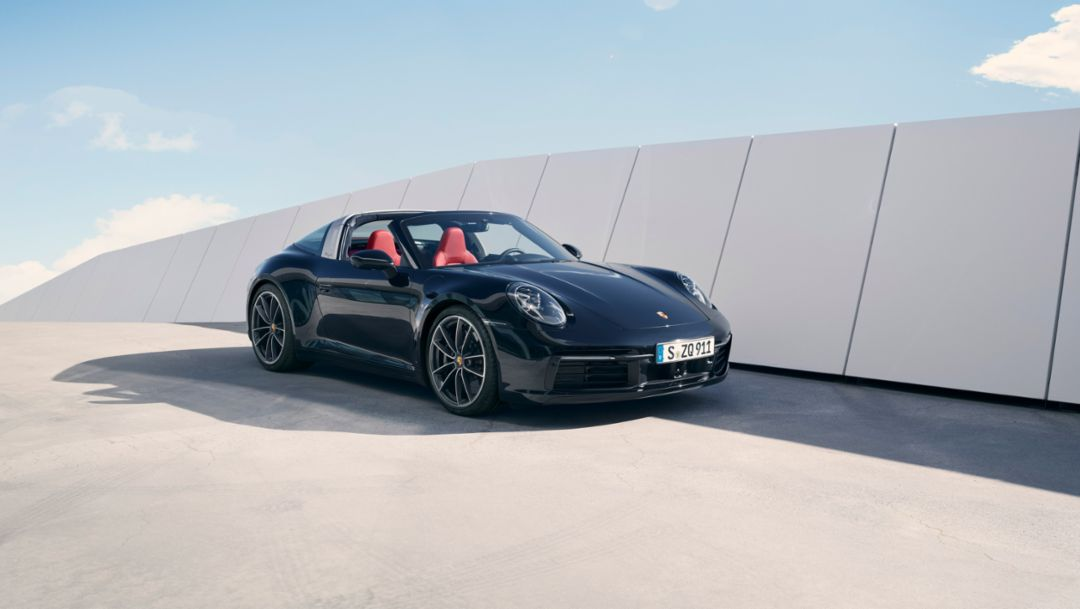 Virtual world premiere: The new Porsche 911 Targa
