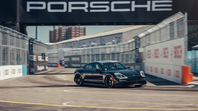 Taycan prototype, Triple Demo Run, New York, 2019, Porsche AG