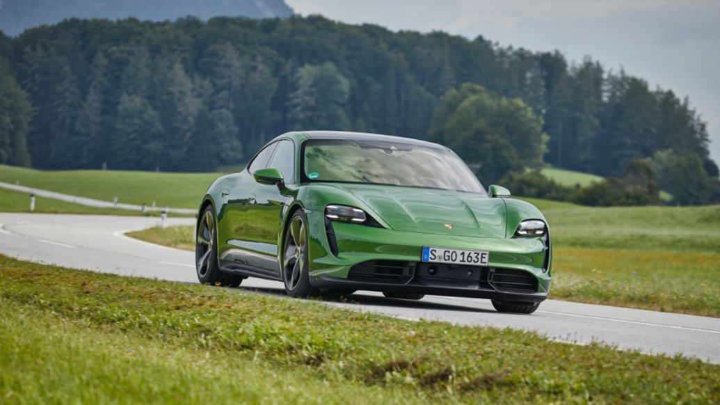Taycan Turbo S, mamba green metallic, Taycan Media Drive, Europe, 2019, Porsche AG