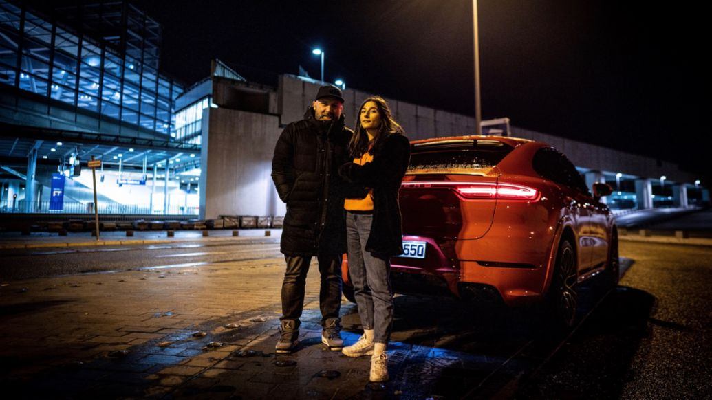 Niko Hüls, Author Miriam Davoudvandi, l-r, Cayenne S Coupé, Roadtrip Back2Tape, Berlin, 2020, Porsche AG