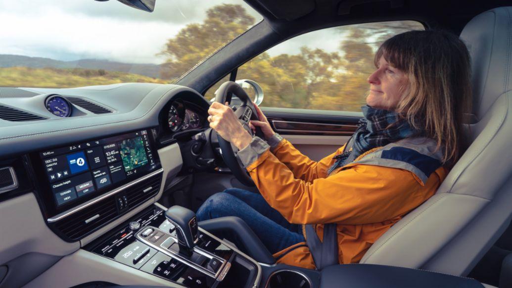 Professor Lynne Pearce, Cayenne Turbo S E-Hybrid, 2020, Porsche AG
