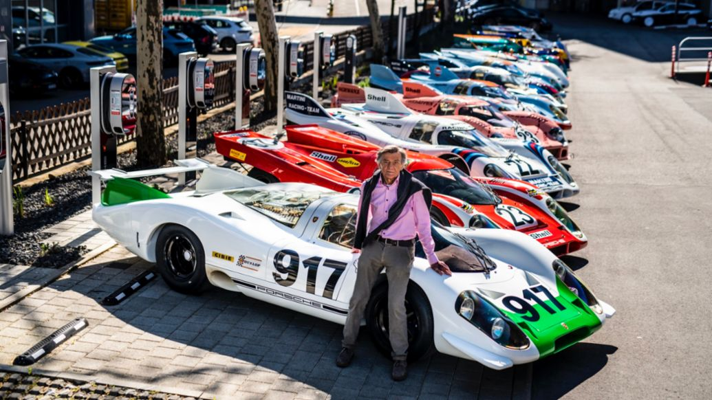 Hans Mezger in front of 917 legends, Porsche AG