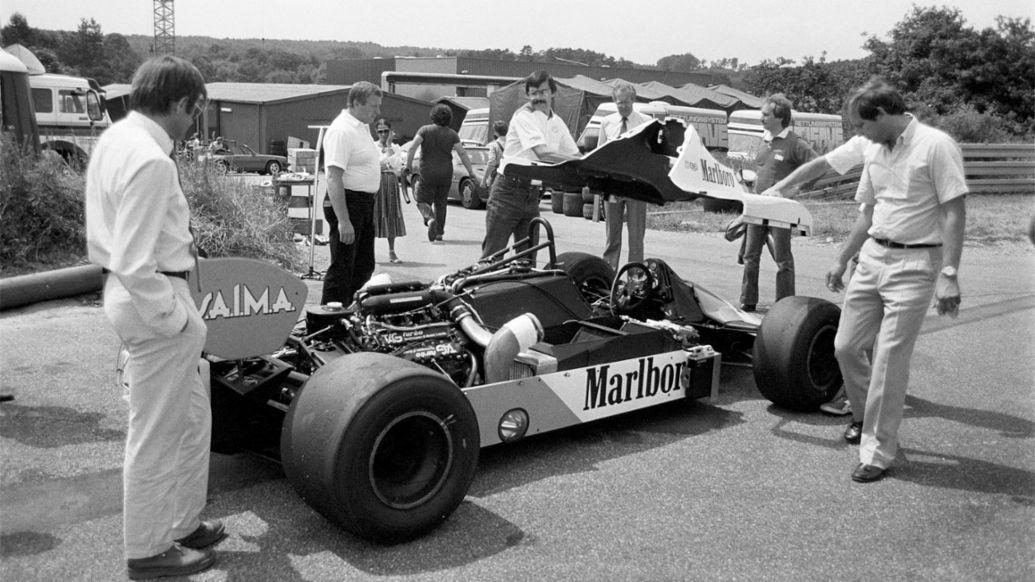 Ron Dennis, Peter Falk, Hans Mezger, McLaren MP4 Formula 1, 1983, Porsche AG