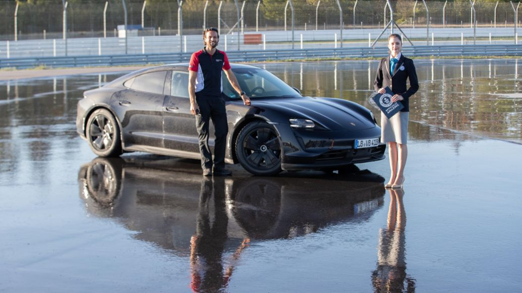 Porsche Taycan drifts into the Guinness World Records™ book - Image 2