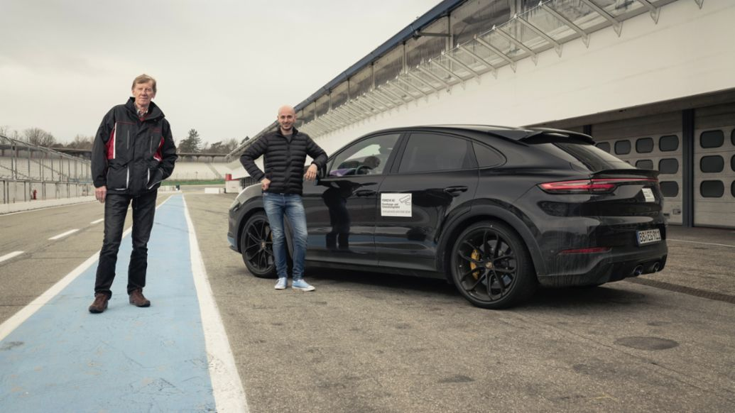 Walter Röhrl, Porsche Brand Ambassador, Lars Kern, Porsche Test Driver, Prototype of the Cayenne, Hockenheimring, 2021, Porsche AG