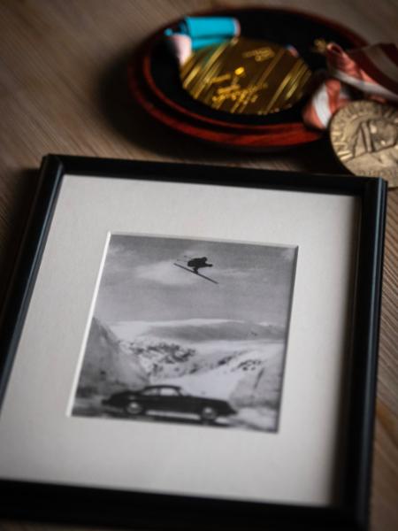 Die ikonische Fotografie mit dem Sprung des 356 B, 2021, Porsche AG