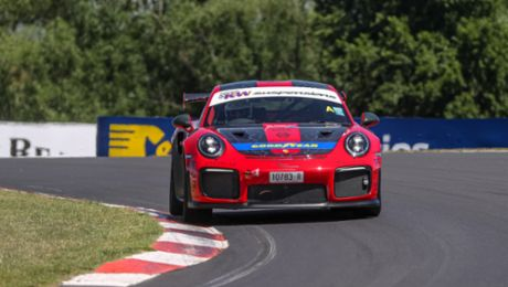 Porsche breaks production car lap record at Bathurst