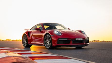 Porsche 911 Turbo beats production car lap record at The Bend