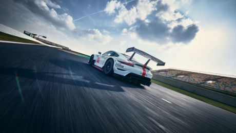 Redesigned 911 RSR expected to defend world championship