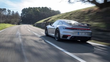 Porsche: Profits dip comparatively moderately