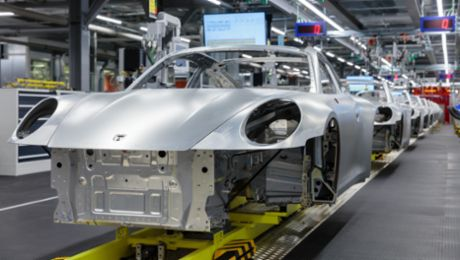 Porsche stops production due to the coronavirus