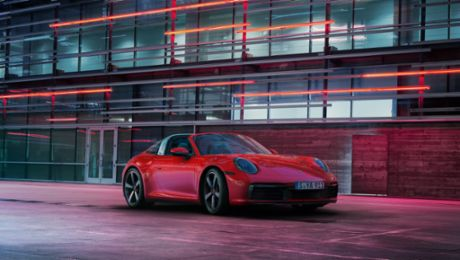 Digital world premiere of the new 911 Targa
