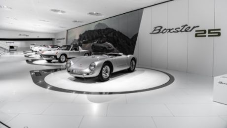 "Virtual guided tour through the special exhibition ""25 Years of the Boxster"""