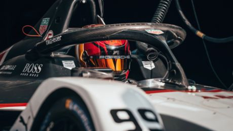Porsche scores points and gains important insights at season opener