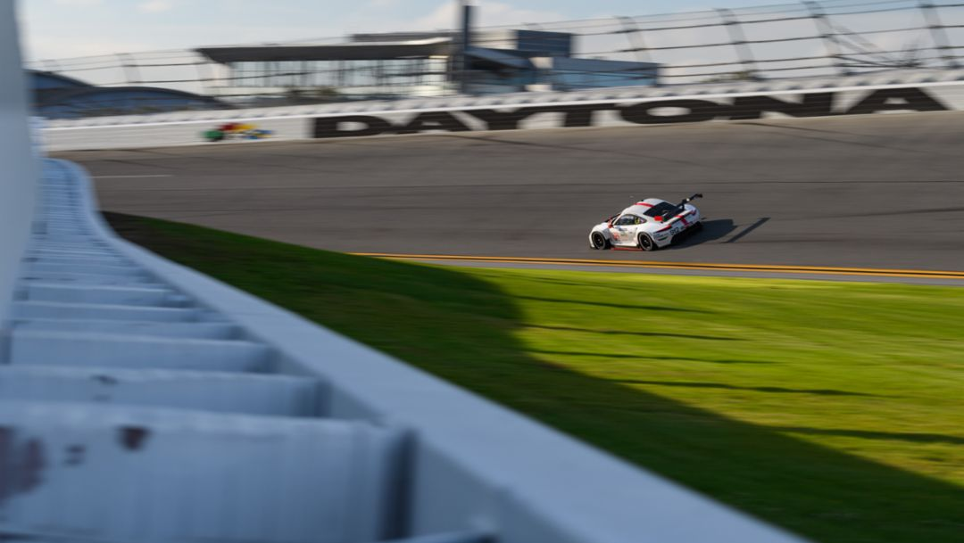 Daunting Debut. 911 RSR-19 to Make North American Race Premiere in Daytona.