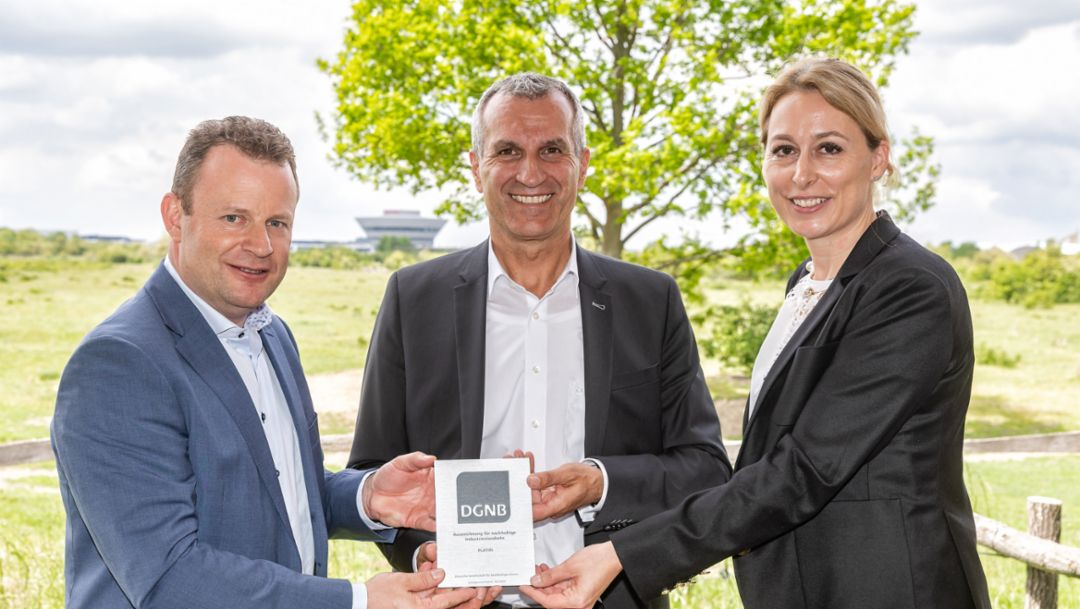 Platinum award proof of sustainability at Porsche