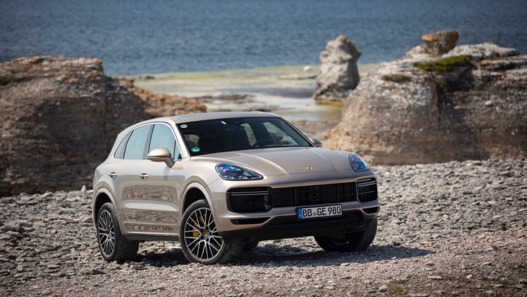 The innovative chassis systems of the Cayenne Turbo S E-Hybrid