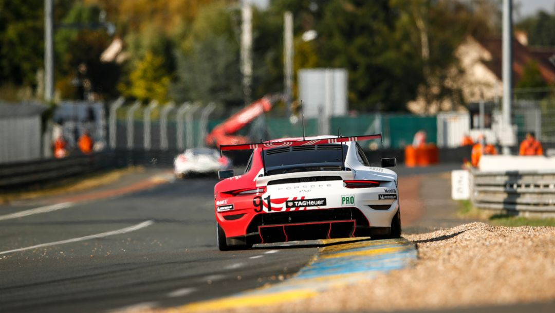 Porsche 911 RSR tackles 24 Hours of Le Mans from pole position