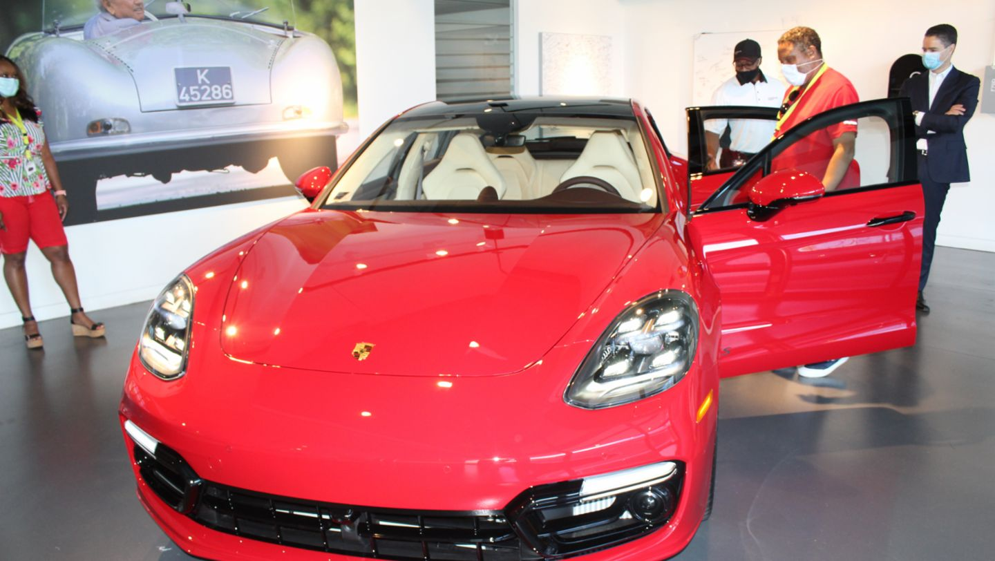 New Vehicle Delivery no. 1000, Dr. Edward Cathright, Panamera GTS, Porsche Experience Center Atlanta, 2020, PCNA