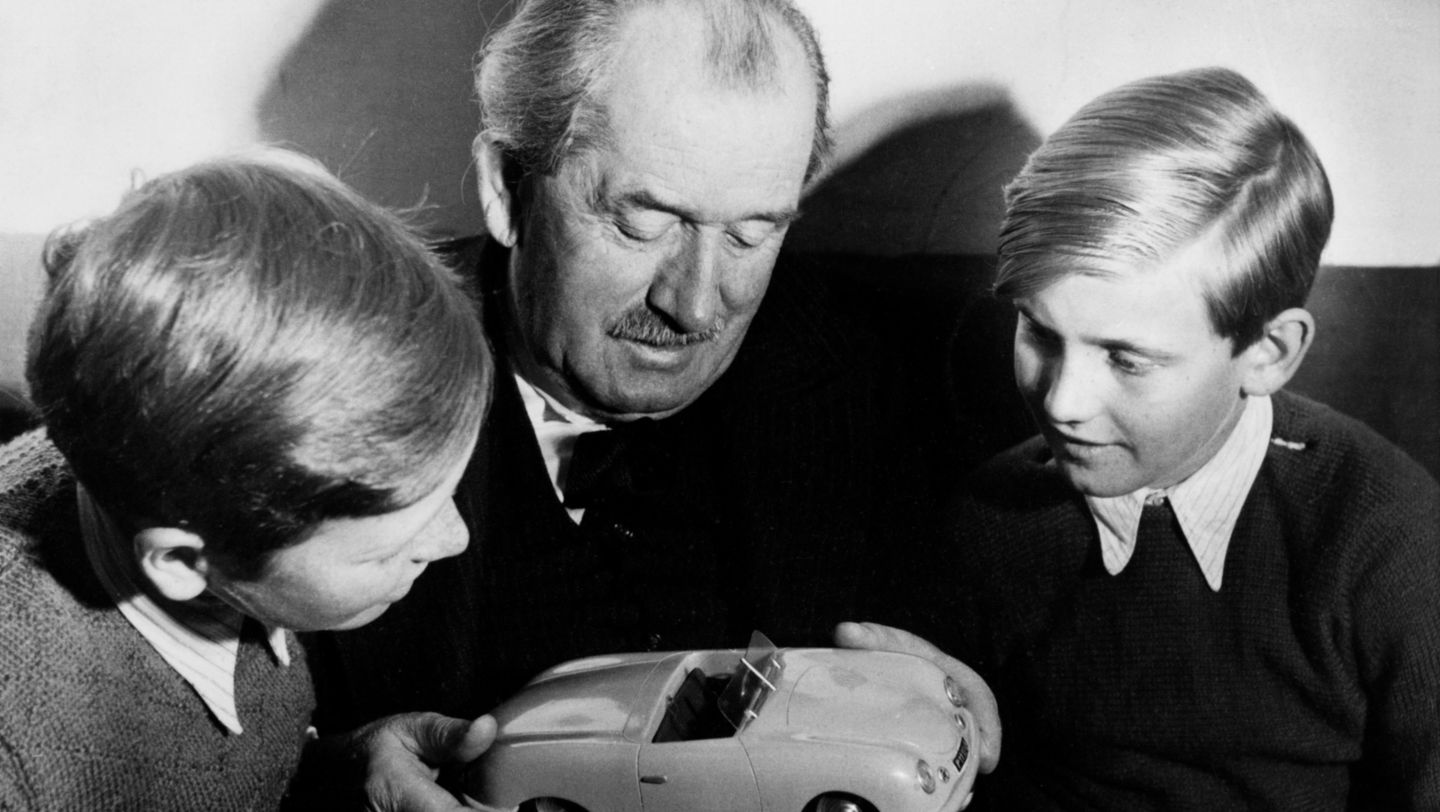 Ferdinand Porsche with Ferdinand Alexander Porsche and Ferdinand Piëch (right), approx. 1949, Porsche AG
