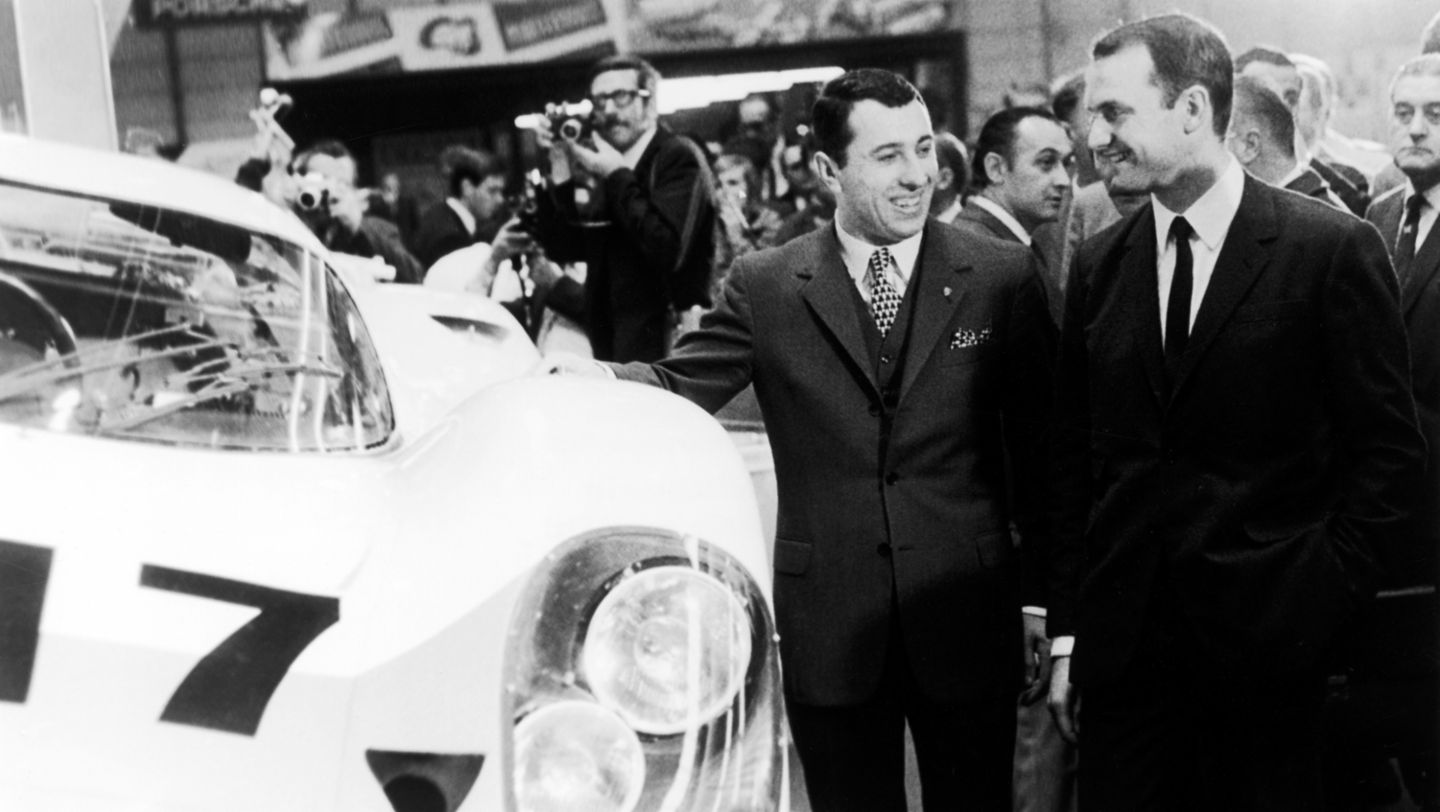 Ferdinand Piëch (right) together with Gerhard Mitter, world premiere of the Porsche 917, Geneva, 1969, Porsche AG