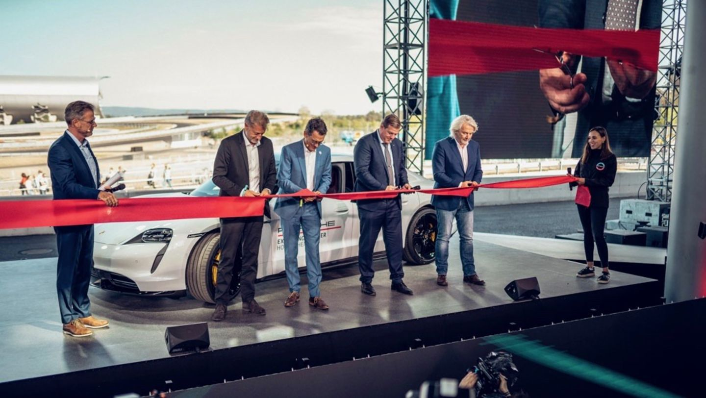 Michael Antwerpes, Host, Detlev von Platen, Member of the Executive Board for Sales and Marketing at Porsche AG, Alexander Pollich, CEO at Porsche Deutschland GmbH, Marcus Zeitler, Major Hockenheim, Thomas Reister, CEO of emodrom-group, l-r, Porsche Experience Center, Hockenheimring, 2019, Porsche AG