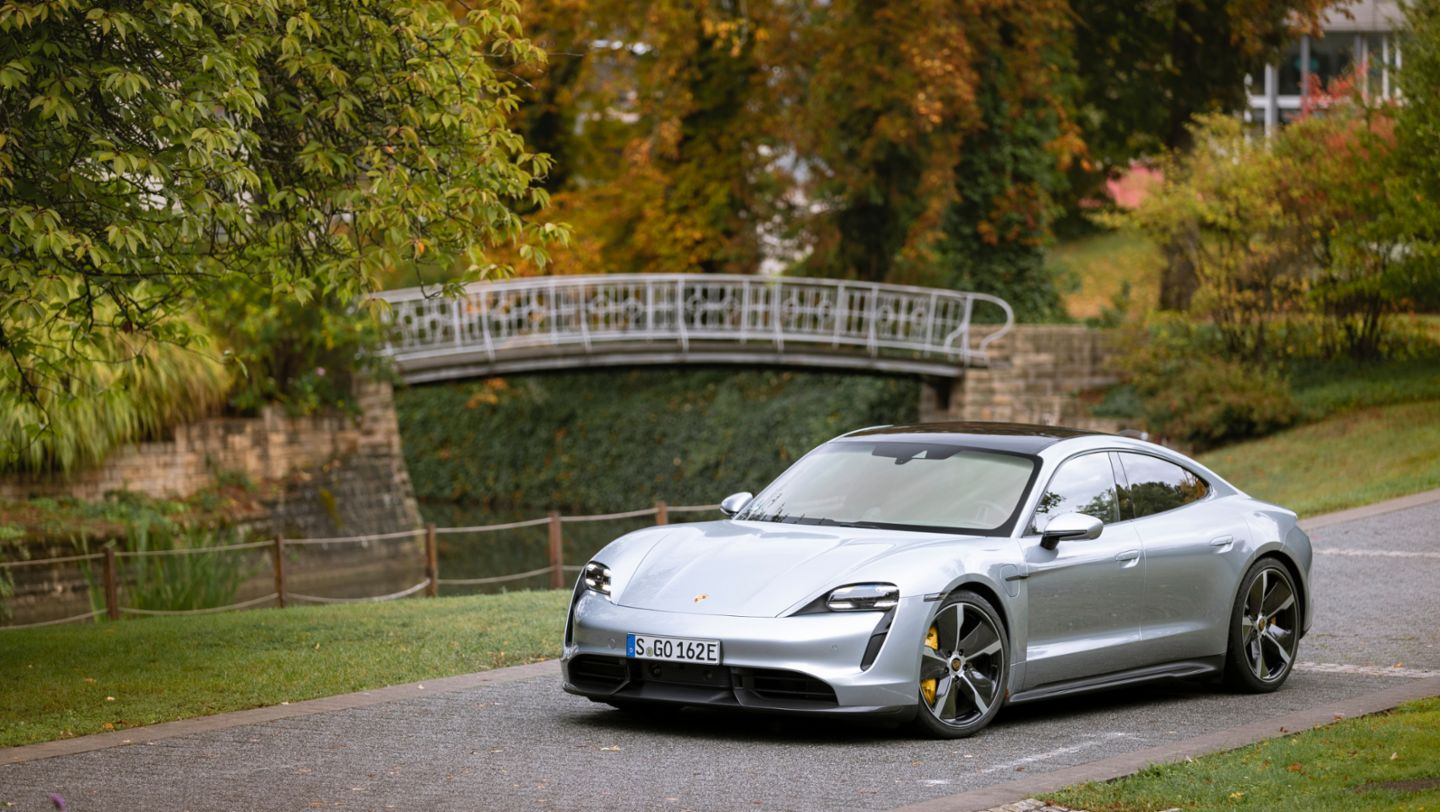 Taycan Turbo S (dolomite silver metallic), Taycan Media Drive, Europe, 2019, Porsche AG