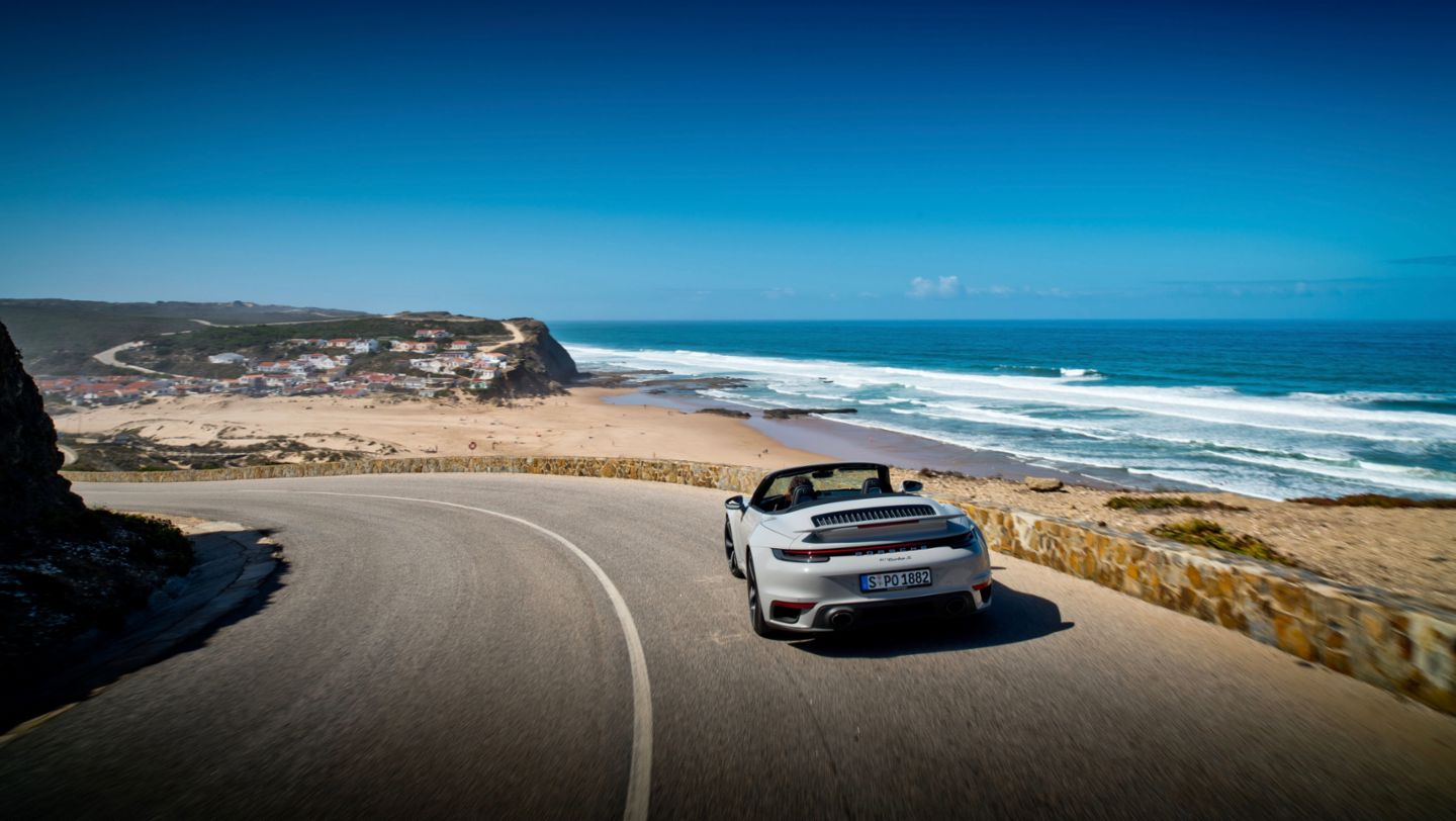 911 Turbo S Cabriolet, Curves Magazin, Portugal, 2020, Porsche AG