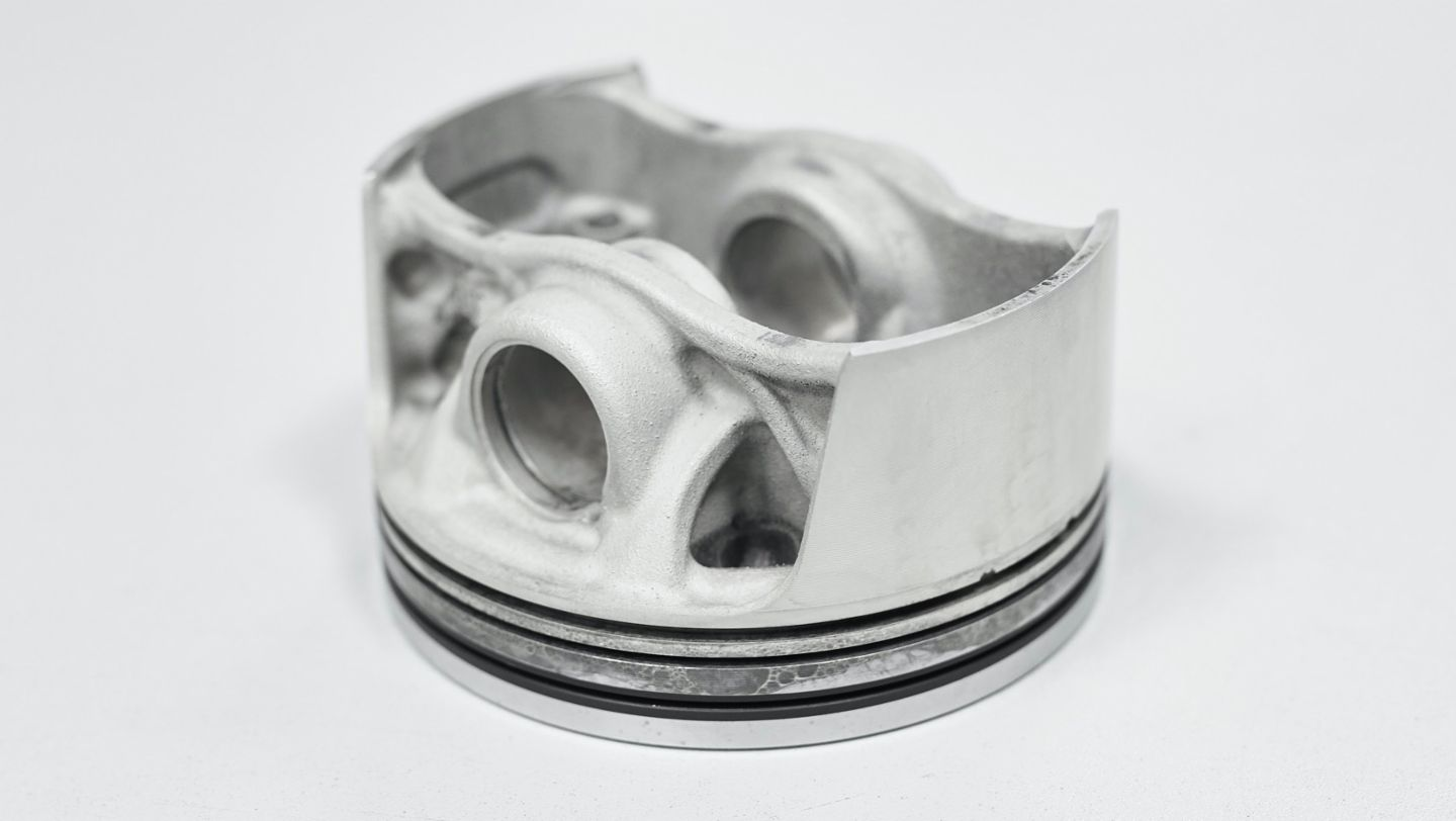 Pistons from the 3D printer, 2020, Porsche AG