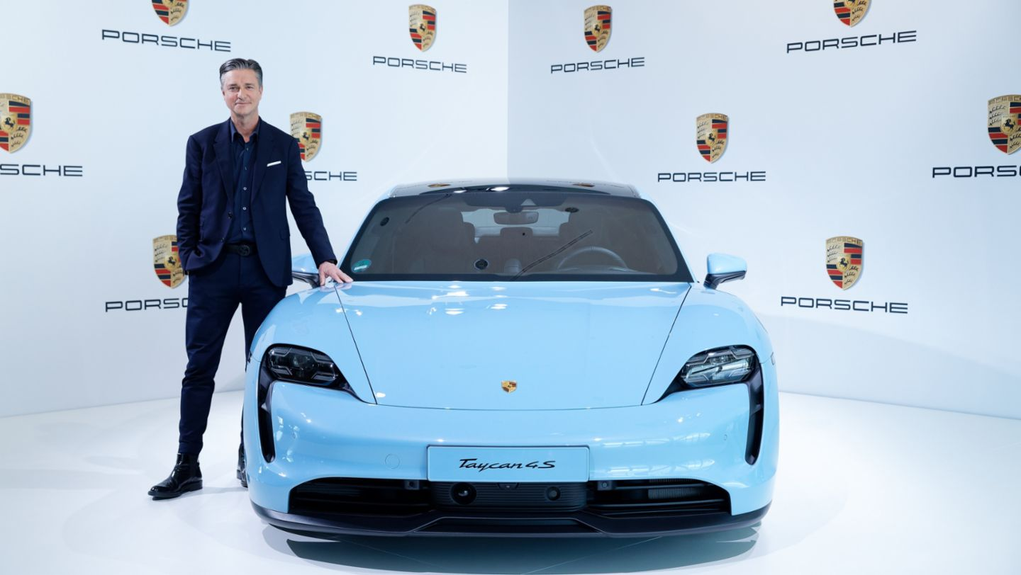 Lutz Meschke, Deputy Chairman of the Executive Board and Member of the Executive Board for Finance and IT, Taycan 4S, annual press conference, 2020, Porsche AG