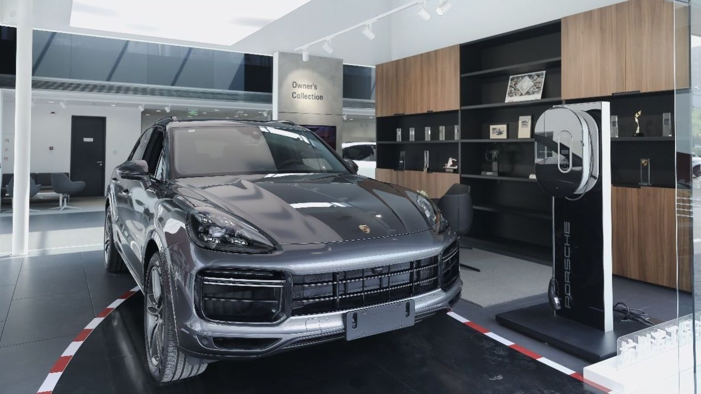Porsche Center is becoming a modern gathering place - Image 3