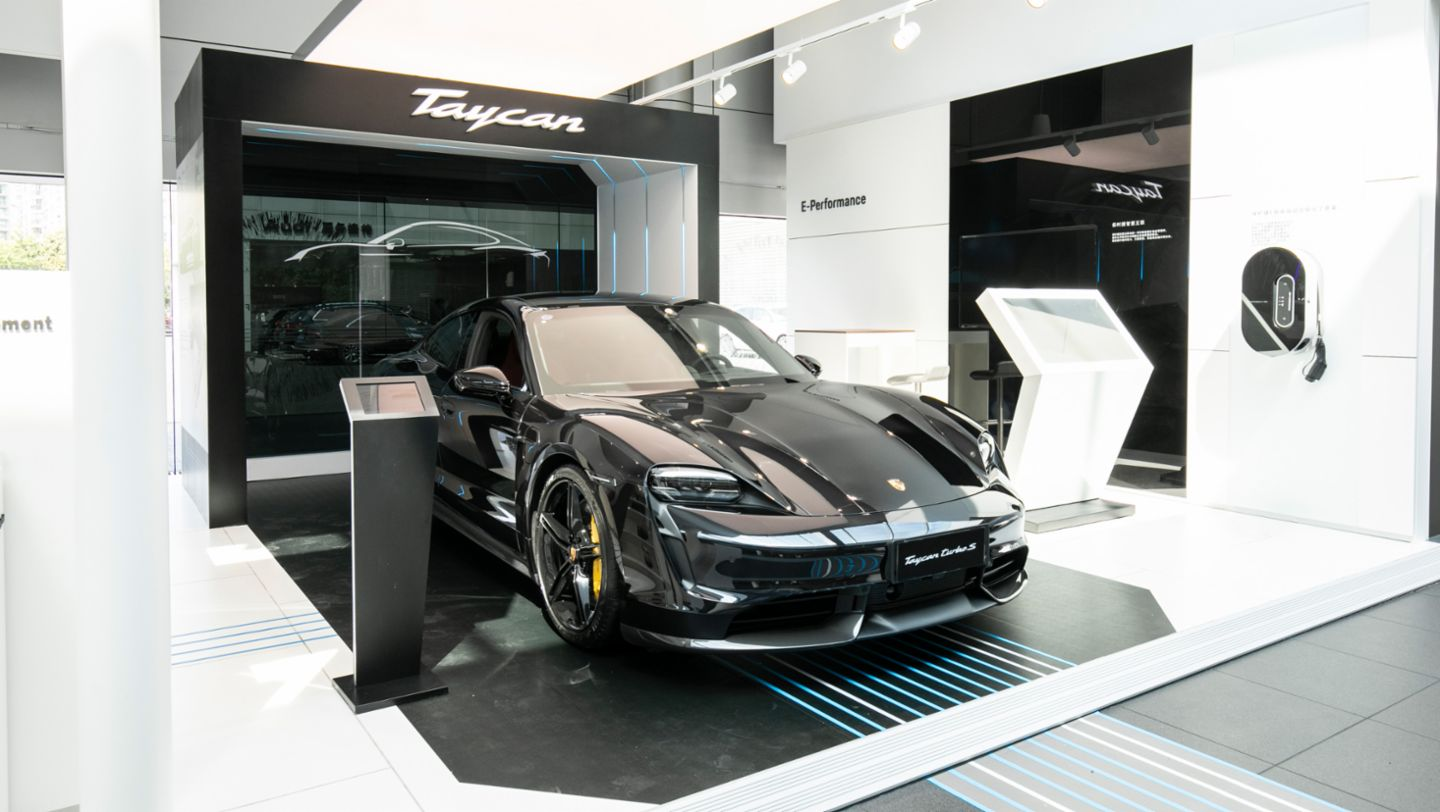 Porsche Center is becoming a modern gathering place - Image 1