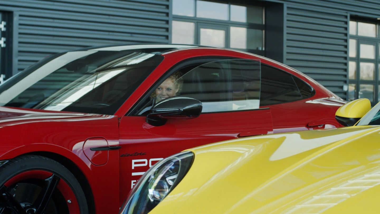 Laura Siegemund: Spectacular driving experience in the Taycan Turbo S - Image 2