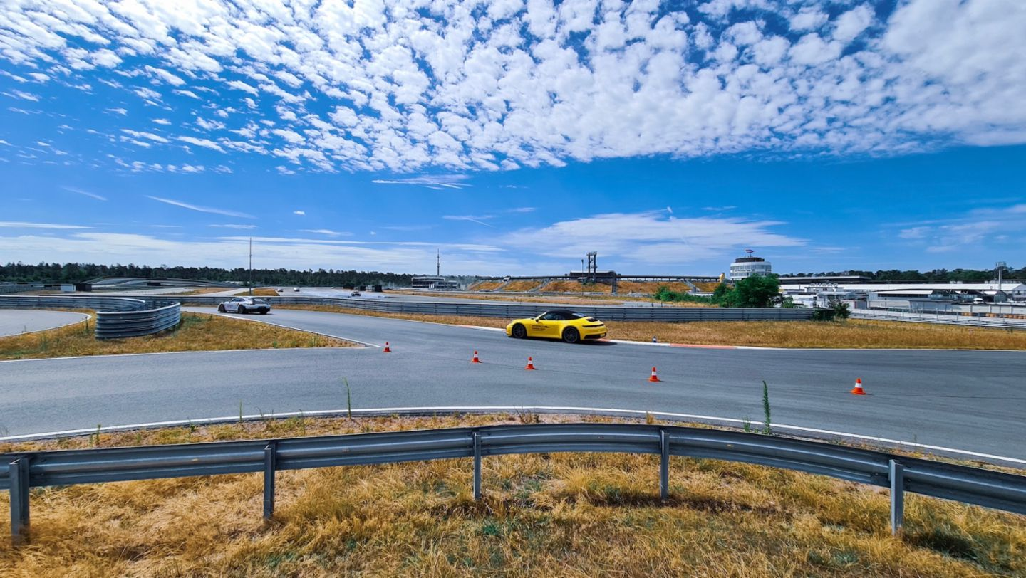 Laura Siegemund: Spectacular driving experience in the Taycan Turbo S - Image 3