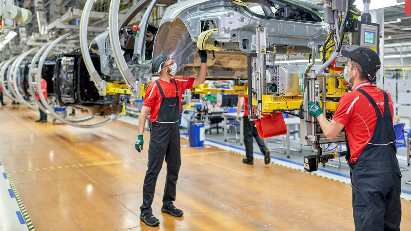 Porsche Leipzig gets ready for electromobility - Image 2
