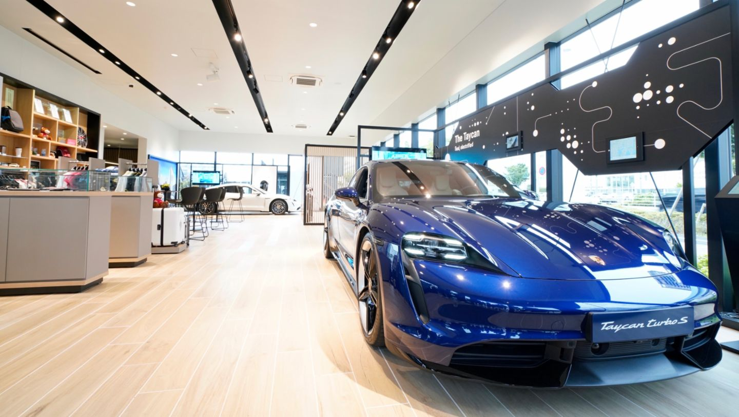 Taycan Turbo S, Porsche Sales-Pop-up-Store, Tokio, Japan, 2020, Porsche AG