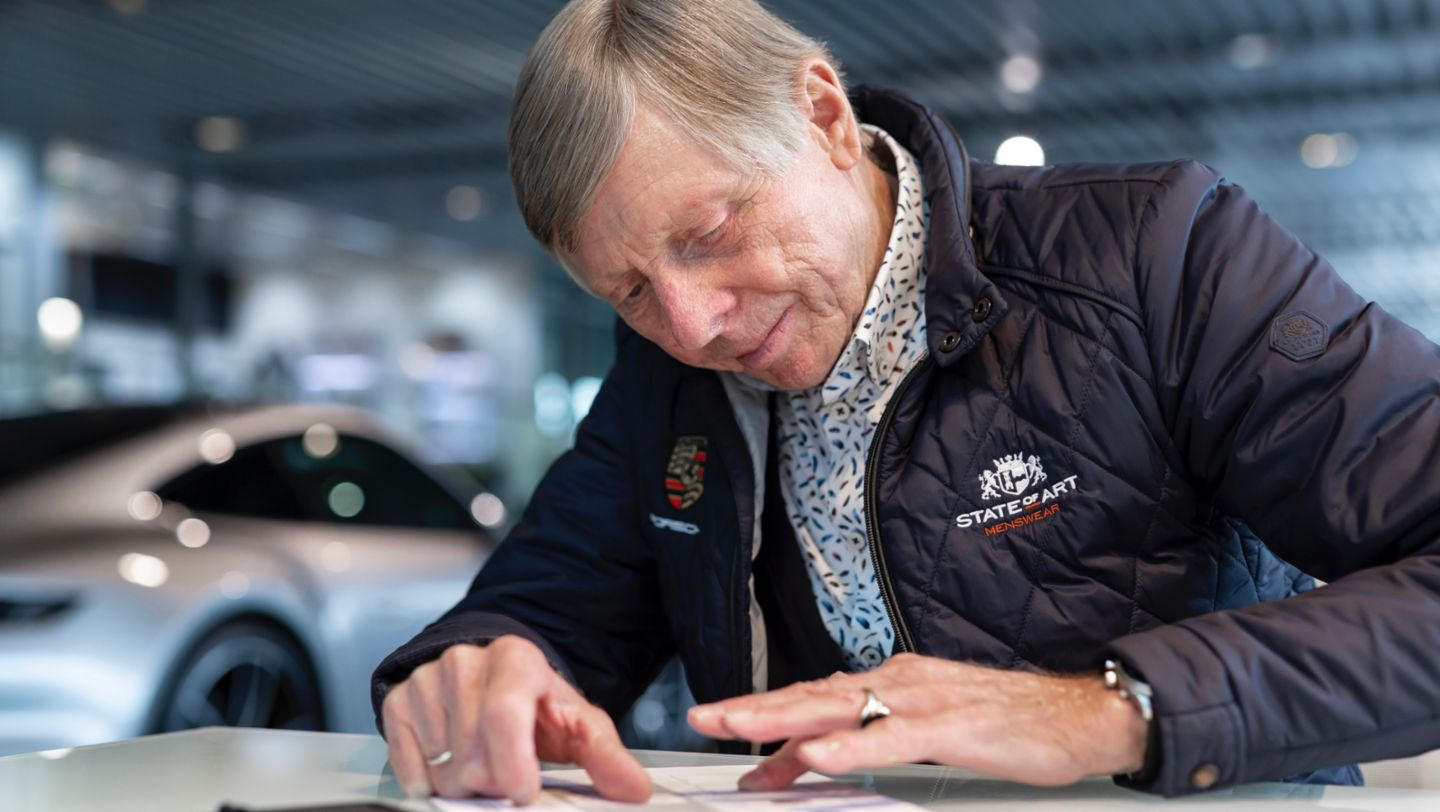 Celebrating a Dutch motor-racing icon: the one-off 911 featuring Gijs van Lennep's fingerprint - Image 5