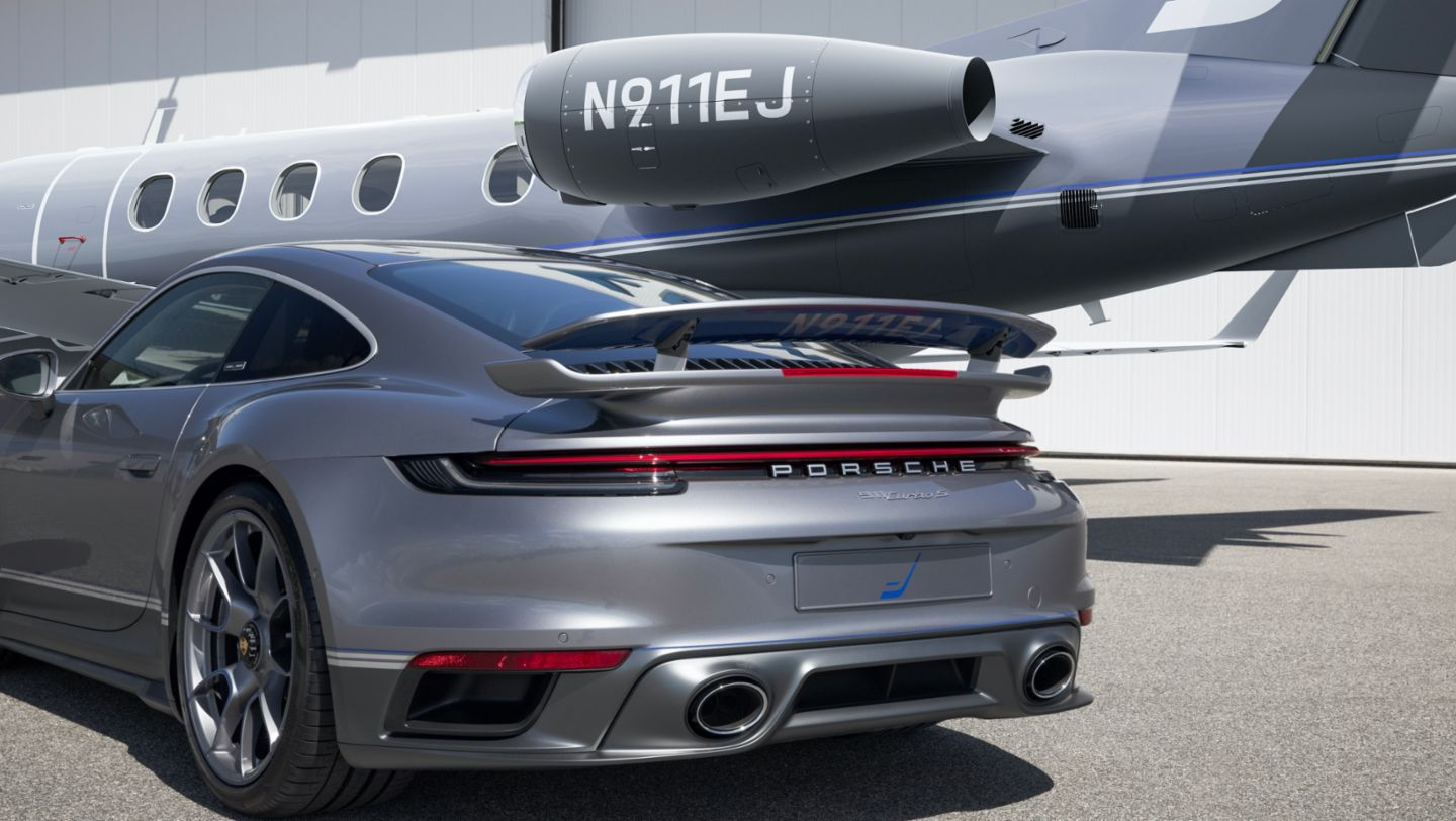 "911 Turbo S in limited edition ""Duet"", Embraer Phenom 300E, 2020, Porsche AG"