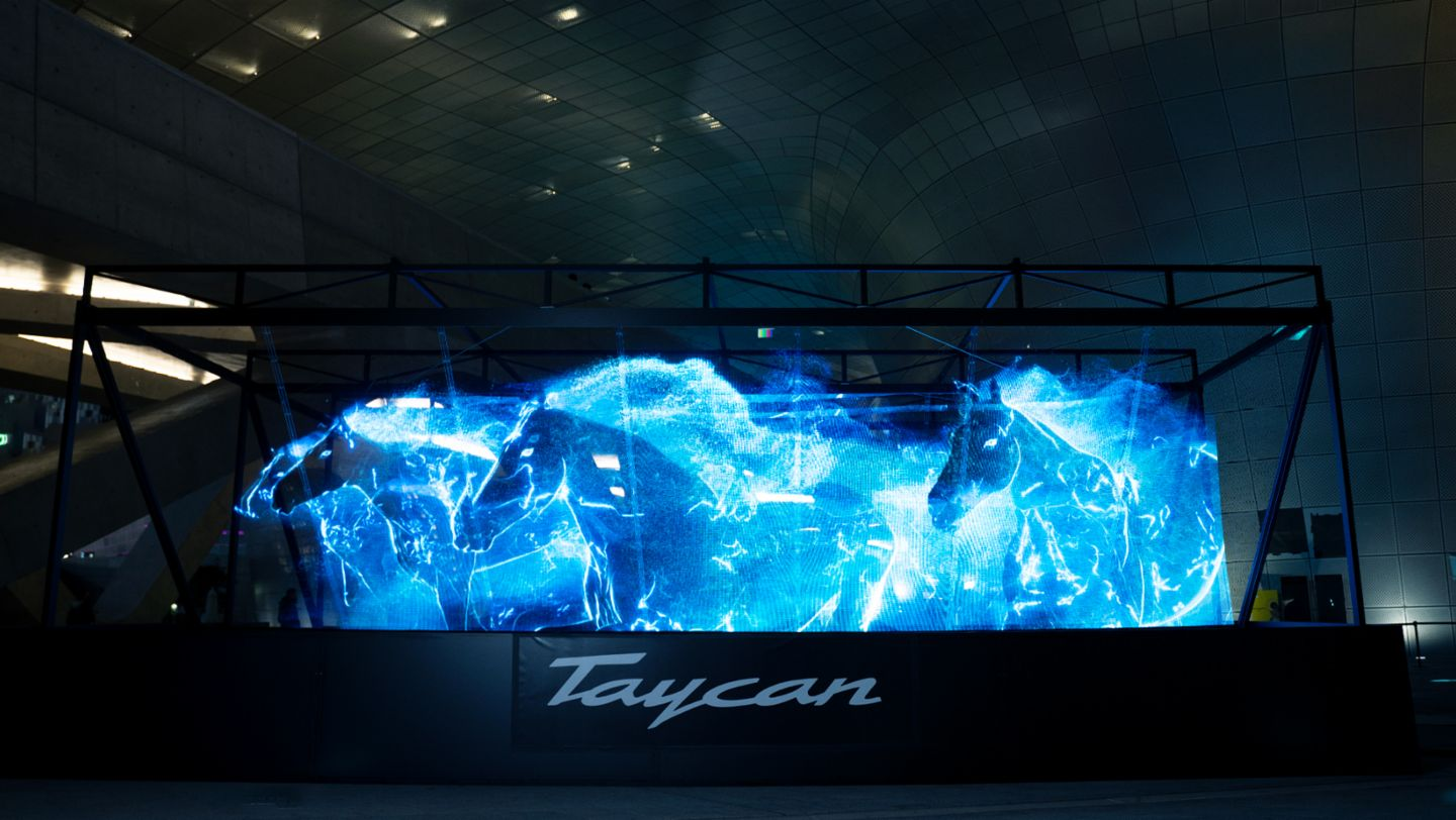 The all-electric Porsche Taycan launches in Korea with a breath-taking hologram show - Image 2